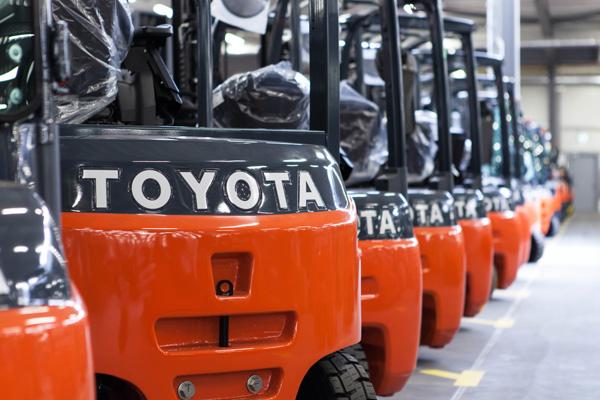 Flotte de chariots élévateurs Toyota : longévité, qualité et performance